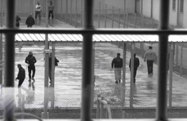Sharroi hekurat dhe u arratis nga burgu, autoritetet greke publikojnë foton e shqiptarit në kërkim
