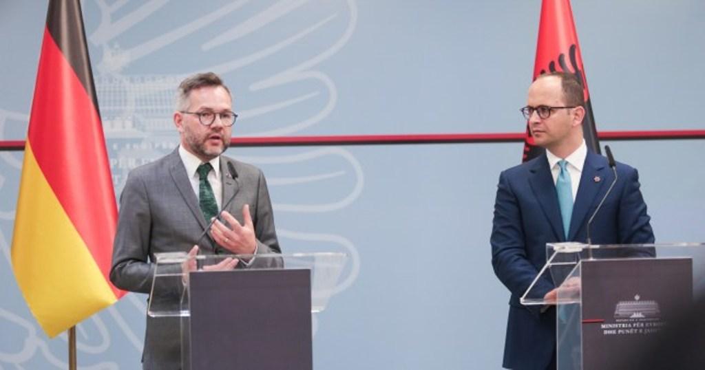 Mbërrin në Tiranë ministri i shtetit Gjerman (axhenda)