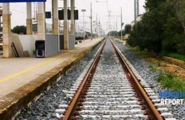 Harron çantën tek stacioni i trenit, punëtori shqiptar alarmon policinë