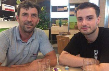 Emigrantit i humb çanta me para dhe dokumente në aeroport, e ndihmon gjesti fisnik i një njeriu