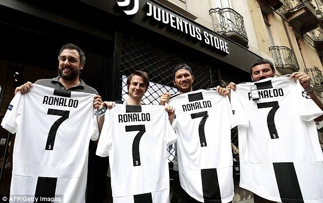 """JUVENTUS/ Në """"shitje"""" Ronaldo me numrin 7, çdo minutë """"përlahet"""" një fanellë!"""