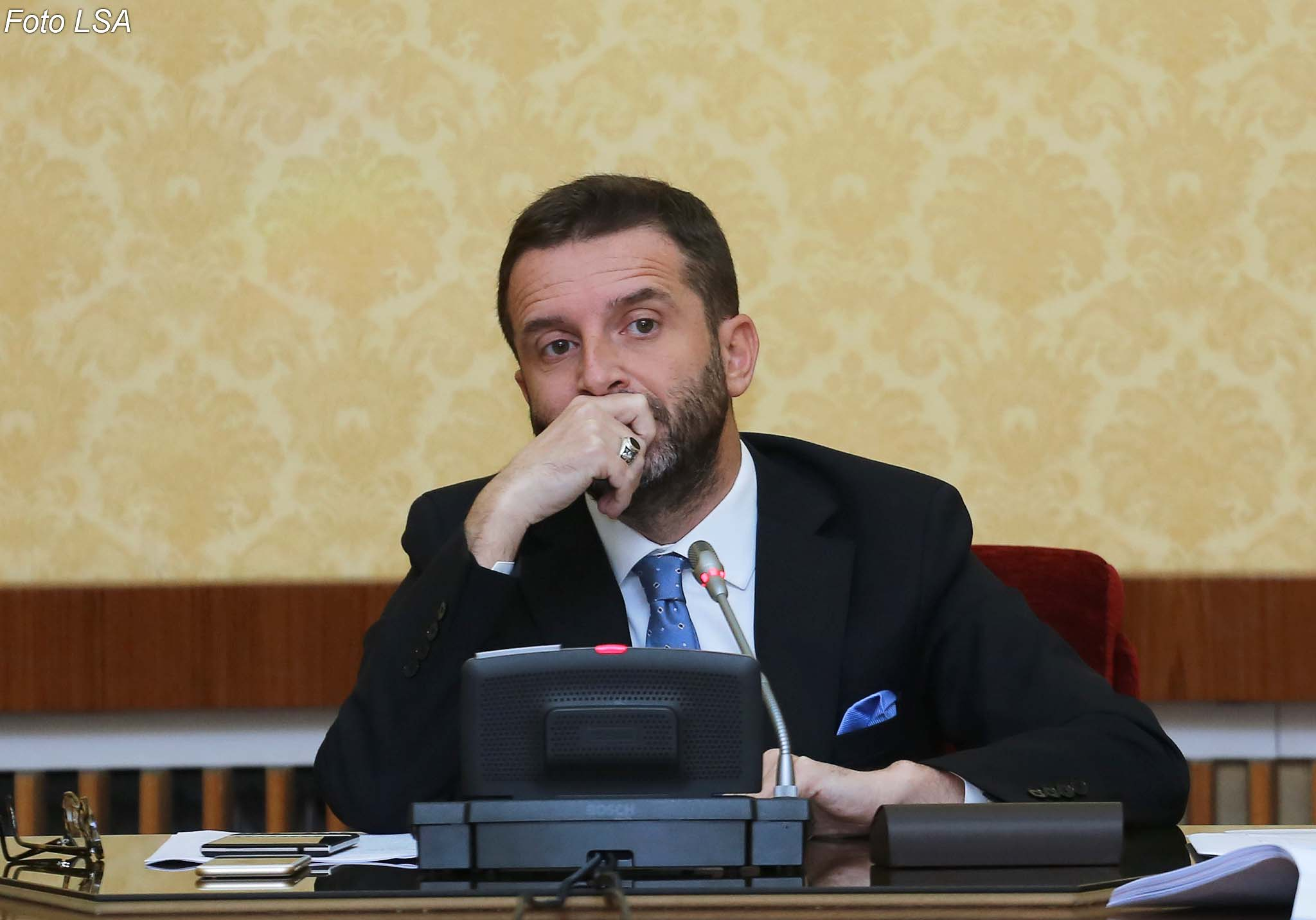 Braçe MP against taxation on small incomes