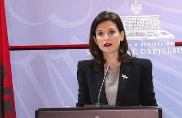 Ministrja Gjonaj bën bilancin e antikorrupsionit: 60 masa disiplinore, 9 të shkarkuar, 8 kallëzime penale