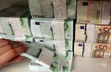 Euro në pikiatë, por depozitat në monedhën evropiane veç u rritën