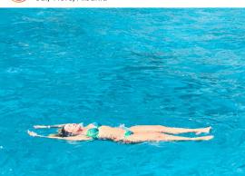 Jonida di si të qëndrojë mbi ujë
