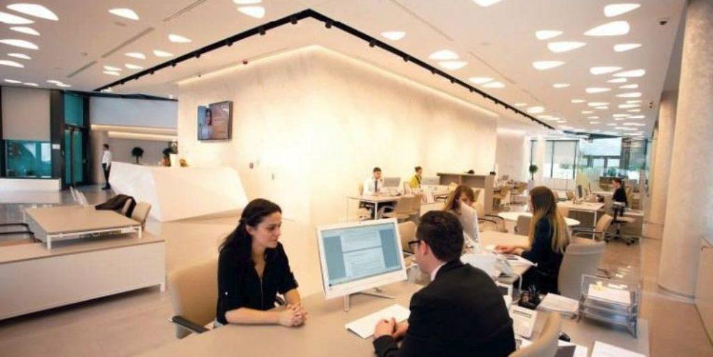 Bizneset edhe qytetarët në nevojë për pará, rriten kërkesat për kredi