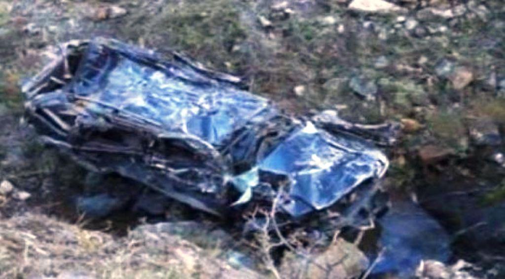 Aksident në Tepelenë, makina bie në humnerë, shoferin e nxjerrin policët