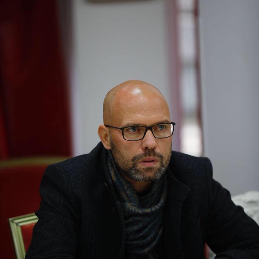 """Kuvendi i """"luleve artificiale"""", Manjani: Demokraci fals, Meta e Basha përgjegjës para partive të tyre, Rama përgjegjës para Shqipërisë!"""