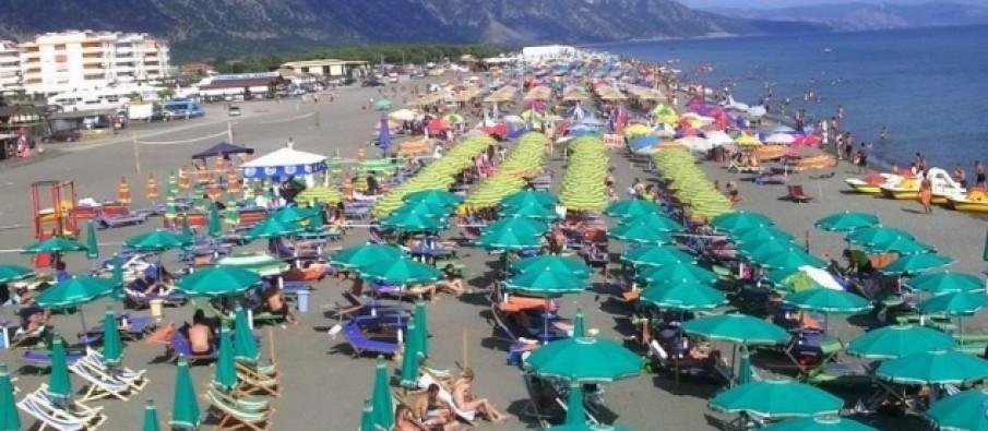 Zinin hapësirat publike në plazh, procedohen penalisht 6 persona në Velipojë