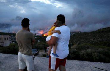 """Zjarr """"ferri"""" në Greqi, shqiptarët rrëfejnë tmerrin"""