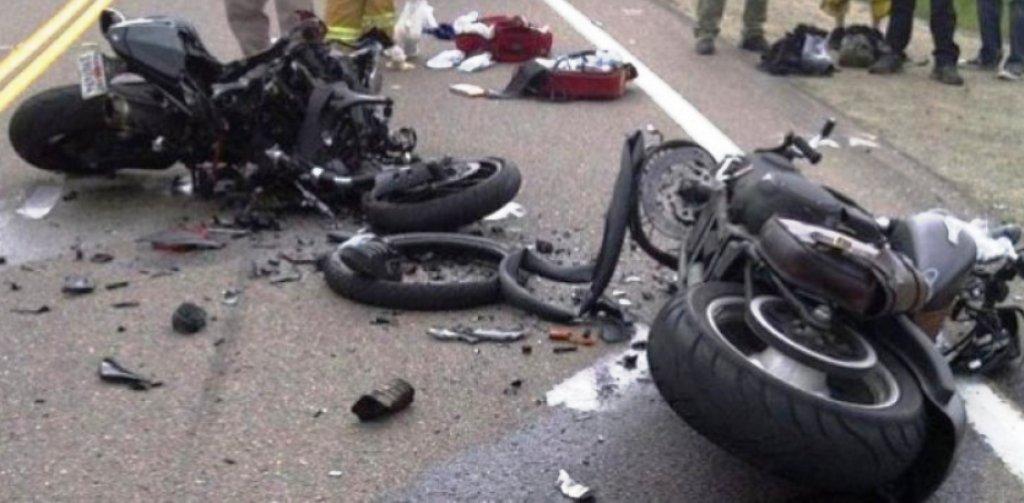 Makina përplas motorin, humb jetën motoristi