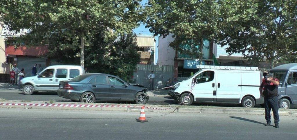 VDES EDHE 29-VJEÇARI/ Gruaja përplaset me makinë me kalimtarët, vritet vajza 6-vjeçare, plagoset nëna dhe motra