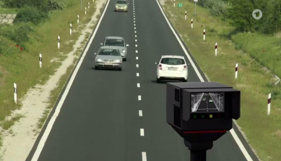 VIDEO/ Shikoni si e masin me radar edhe nivelin e alkoolit që konsumojnë shoferët