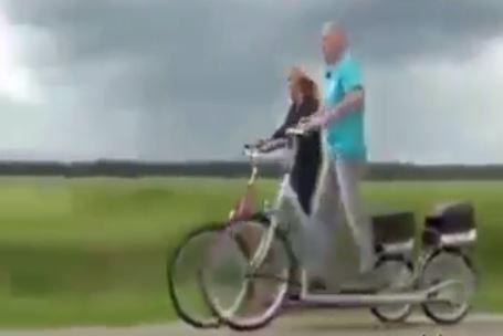 VIDEO/ Biçikletë pa pedale? Shikoni si funksionon kjo shpikje komode