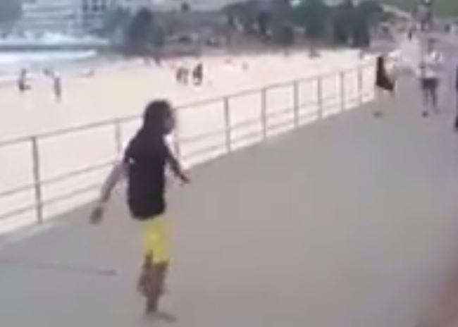 VIDEO/ Ky është futbollisti që godet topin më saktë, shikoni çfarë spektakli dhuron