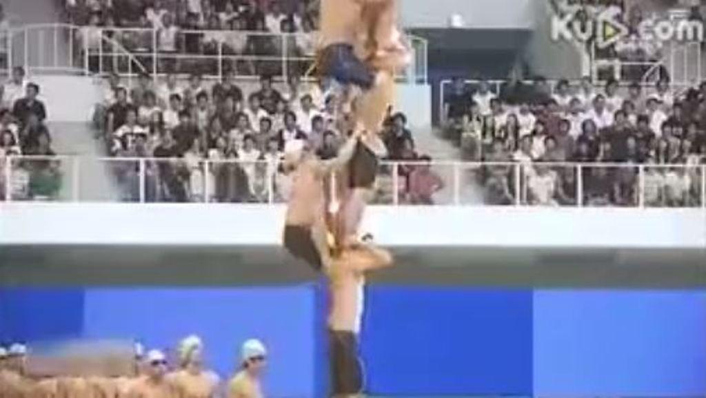 VIDEO / Kulla njerëzore përplaset në pishinë, shikoni çfarë bëjnë këta sportistë