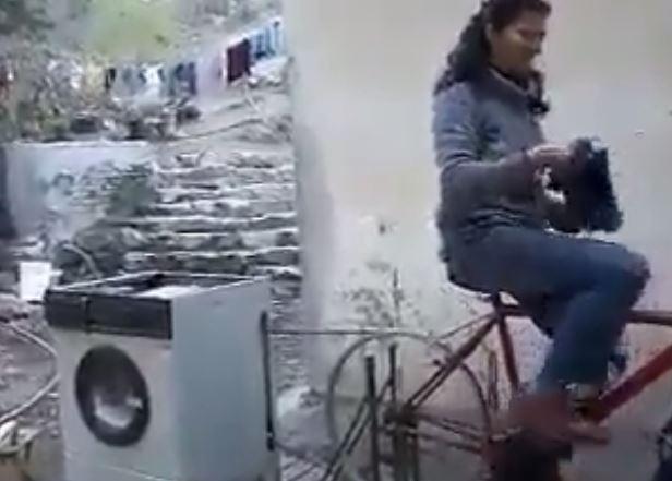 VIDEO/ Si mund të bësh triko duke larë rrobat, 'shpiket' lavatriçja që nuk harxhon as energji