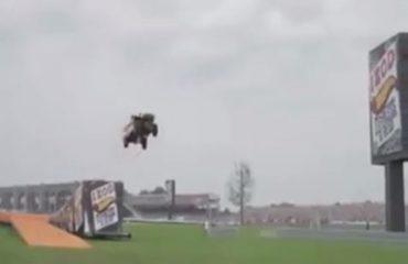 """VIDEO/ Sporti ekstrem, shikoni si """"fluturon"""" makina"""