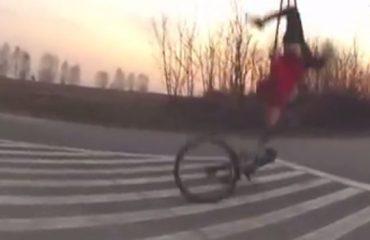 VIDEO-HUMOR / Momente të sikletshme, kur nisesh të bësh pak sport dhe përfundon keq...