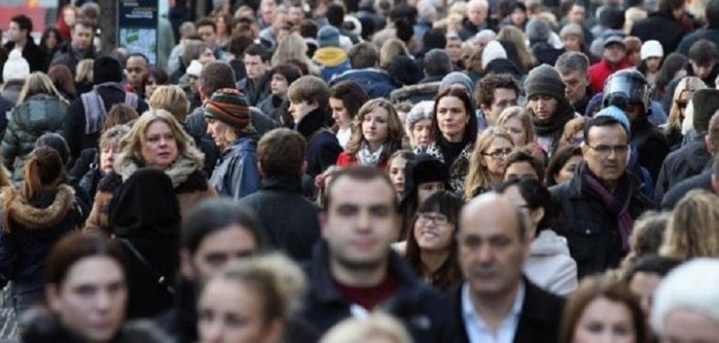 """Si po """"tretet"""" popullsia shqiptare, problemet që po ndryshojnë karakteristikat e një shoqërie"""