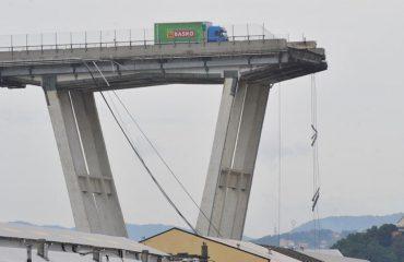Pezullohen kërkimet nën rrënoja, një pjesë tjetër e urës në Genova rrezikon të shembet