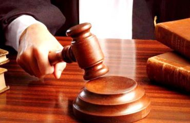 Akuza për rryshfet, gjykata lë në burg avokaten