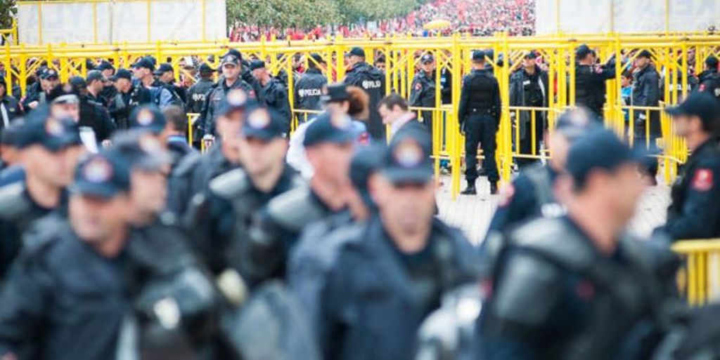 """Gati Vetingu në polici, ja emrat e njerëzve që do të kalojnë """"në sitë"""" uniformat blu"""