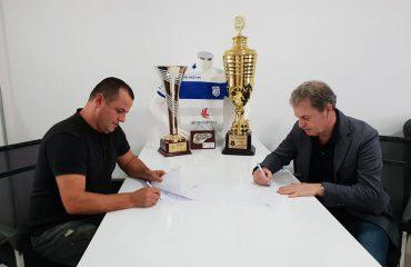 Trendi i ri i trajnerëve shqiptarë, Shpëtim Duro zyrtarizohet në Kosovë