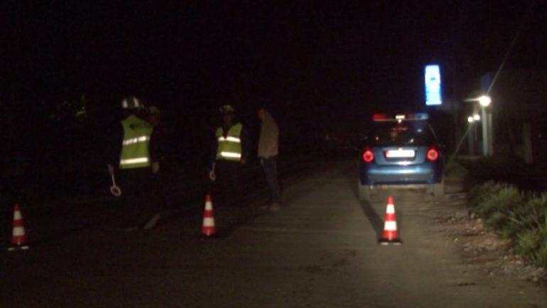 """AKSIDENT I RËNDË/ """"Benz""""-i merr përpara dy makina në Lushnjë, vdes në vend pasagjeri 18-vjeçar"""