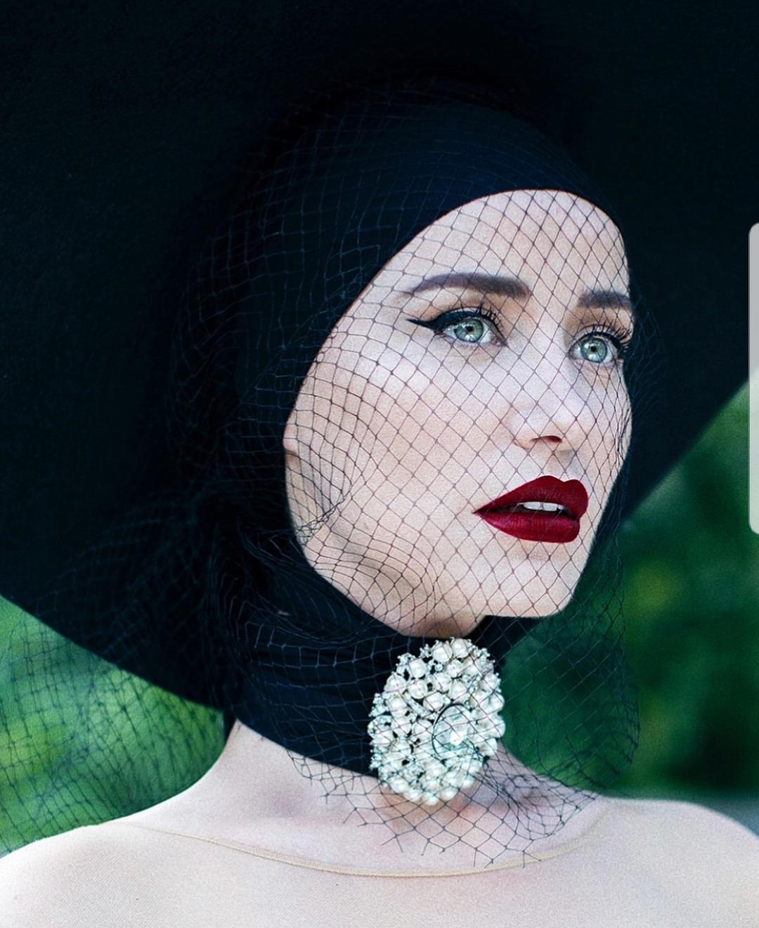 Vellot e zeza në modën shqiptare