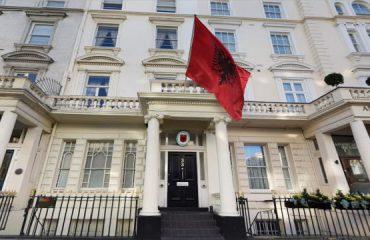 Ambasada shqiptare në Londër, njoftim për emigrantët në Irlandë