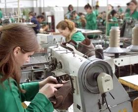 Rënia e euros penalizoi fasonët, më pak tekstile e këpucë jashtë