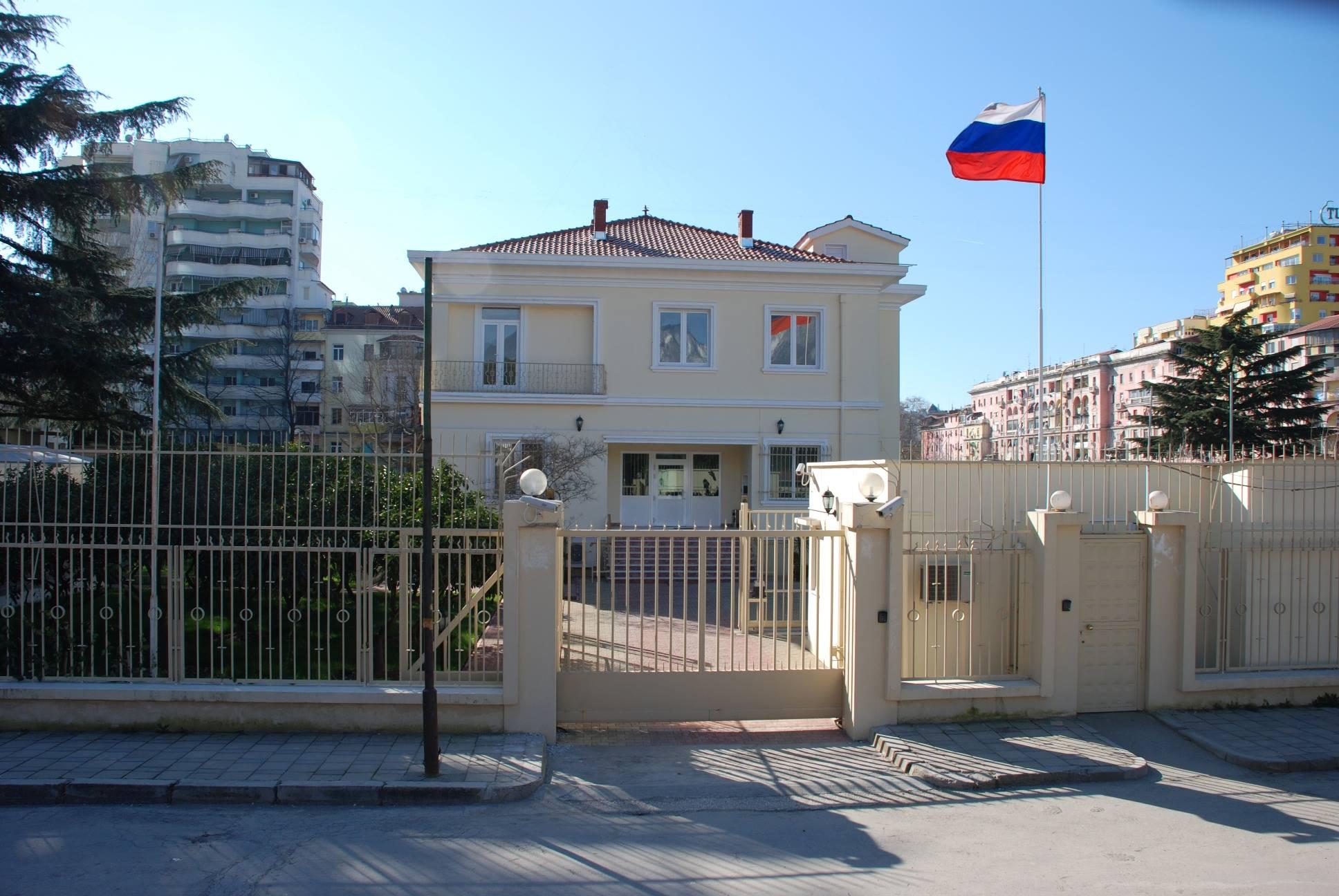 Ambasada ruse në Tiranë përsërit qëndrimin zyrtar të Moskës për një vendim mes Beogradit e Prishtinës