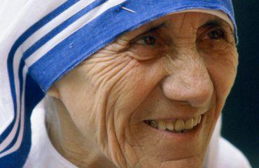 SPECIALE/ E shenjta Nëna Terezë, legjenda shqiptare e humanizmit botëror