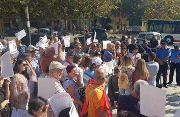 Shoqëria civile proteston para Kuvendit: Jo prishjes së Teatrit
