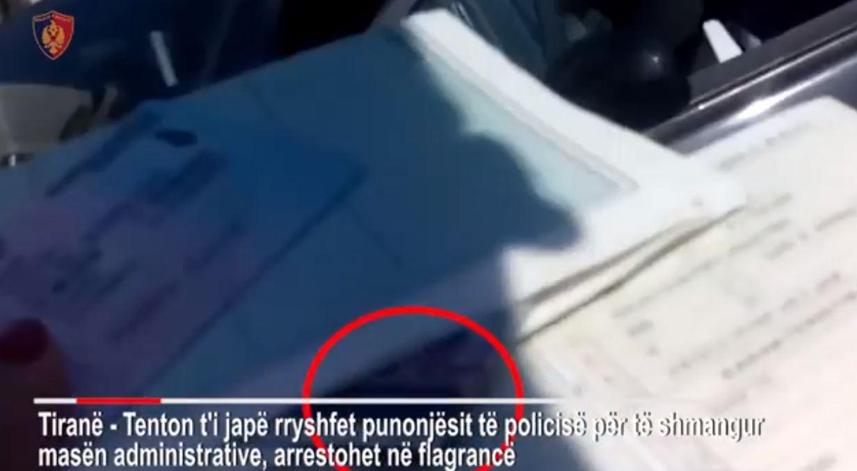 Tentoi të korruptojë policin, arrestohet drejtuesi i mjetit