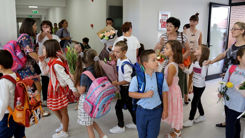 Prindër, fëmijë dhe mësues duhet të japin të dhëna personale, tjetër udhëzim nga Ministria e Arsimit