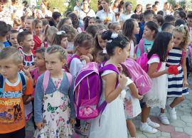 Mbingarkesa në shkolla, mësimi me dy turne për kla