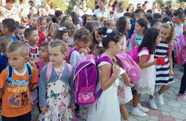 Mbingarkesa në shkolla, mësimi me dy turne për klasat fillore
