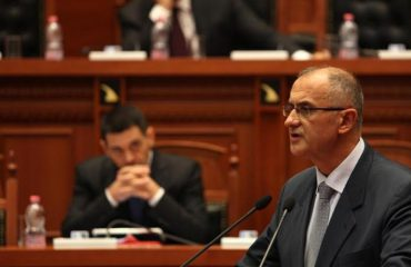 Paralajmërimi i Petrit Vasilit: Miratimi i ligjit për Teatrin shpërbën Parlamentin