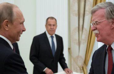 Bolton e Putin takohen për traktatin e raketave bërthamore