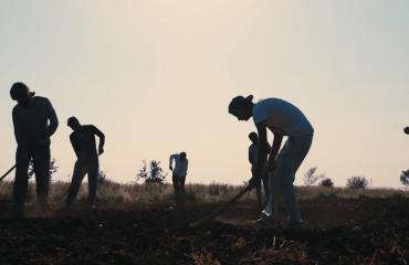 Emigrantët në Italinë e Jugut nisin të rebelohen: na trajtojnë si skllevër për një copë bukë, jetojmë në geto