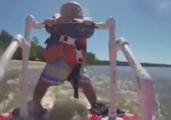 VIDEO/ Ky fëmijë është vetëm 6 muajsh, por bën diçka të pabesueshme