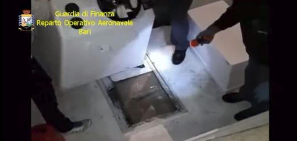VIDEO/ Kapet një tjetër ngarkesë kanabisi në brigjet e Puljas, këtë herë skafisti ishte italian
