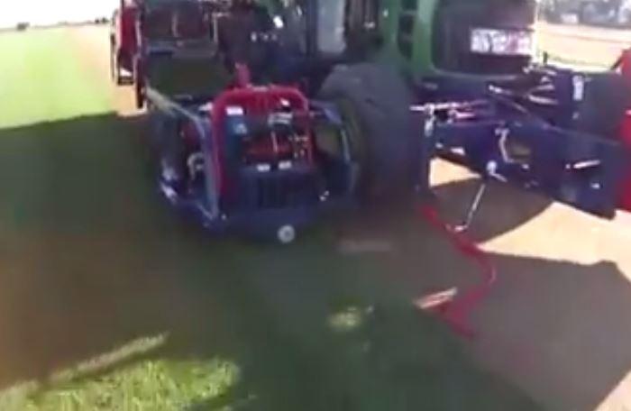 VIDEO/ Makina e re që korr barin dhe e nxjerr të paketuar, shikoni si funksionon