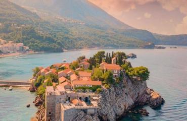 """Ishulli """"afër dhe larg"""" bregdetit shqiptar!"""