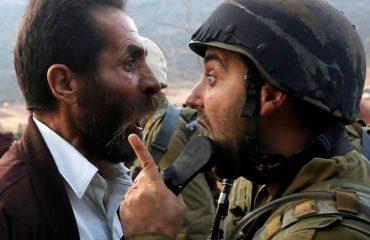 FOTO-LAJM/ Guximi i palestinezit, shikoni si debaton me ushtarin izraelit