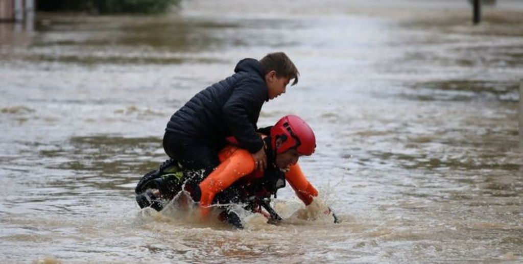 Alarm i kuq në Francë, përmbytjet kanë shkaktuar të paktën 13 viktima