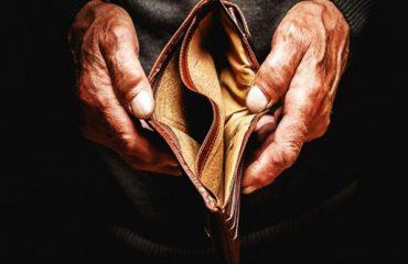 Një në tre familje shqiptare me borxhe, gjysma me të ardhura nën 50 mijë lekë