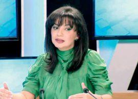 Sonila Qato i përmbahet kodit, por flokët...
